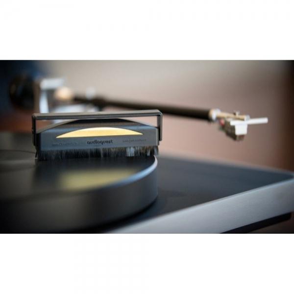 AudioQuest-Anti-Static-Record-Brush-plokštelių-dulkių-valymo-šepetėlis
